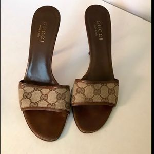 Gucci brown & tan logo print slide heels 8.5